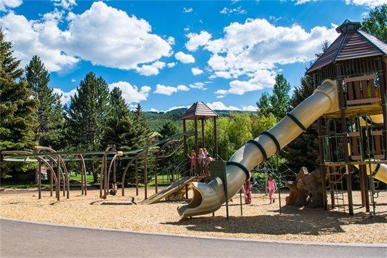 Destination Jump Splash Learn Playground